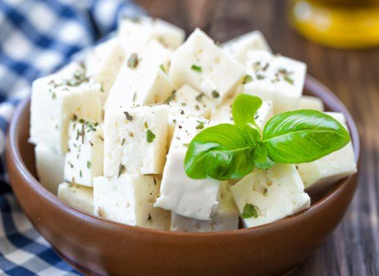 پنیر فتا خوشمزه مناسب برای صبحانه و عصرانه